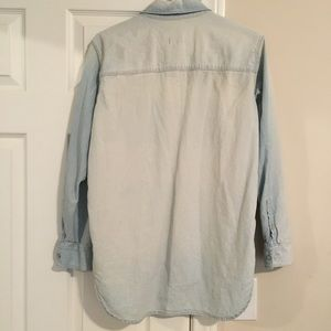 Madewell Tops - Madewell Ex-Boyfriend Shirt in Light Chambray